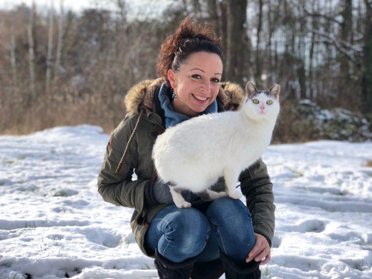 Sonja und ihre Katze Amy